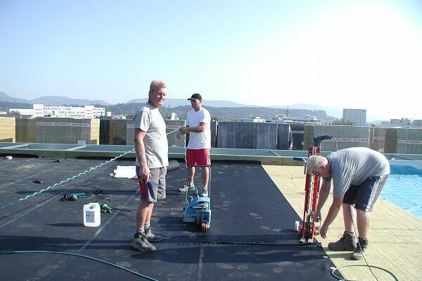 Lepenie materiálu EPDM na plochej streche