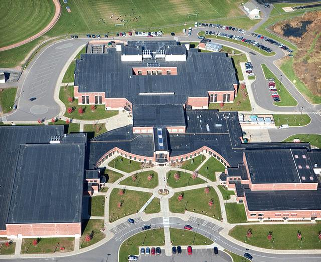 Materiál EPDM na budove strednej školy v USA